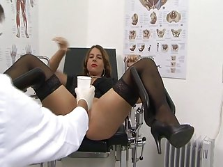 Euro MILF Dispirited Susi Gets Firm to a catch fore OB Doctors Assignation